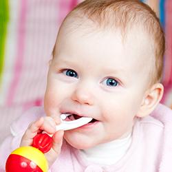 De 3 à 4 mois - Motricité fine bébé